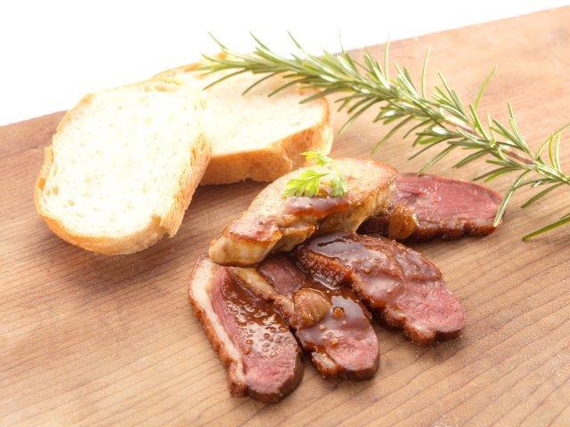 フランス料理ビストロやま(鴨肉とフォアグラのステーキイチジクのソース)
