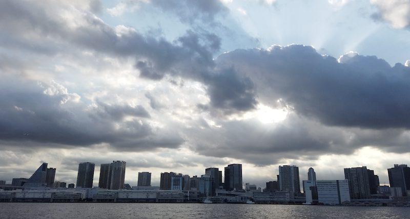 日本橋クルーズ綺麗な空