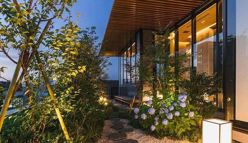 八重の翠屋上庭園